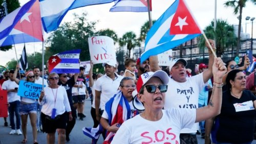 Protest at Montreal's U.S. Consulate General calls for end to Cuba blockade