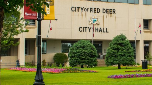 Red Deer man hospitalized after robbery, assault near City Hall