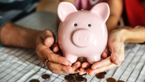 How parents can teach kids about finances from an early age