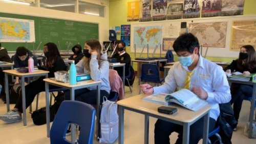Students choosing fifth year 'victory lap' of high school as pandemic interrupts learning