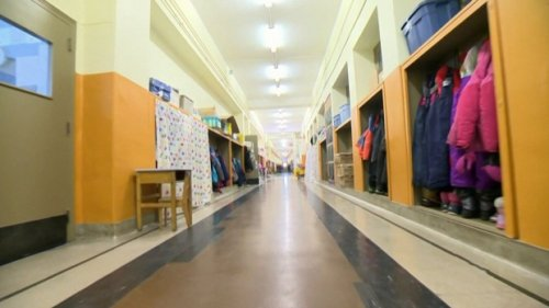 Quebec considers temporarily closing schools as COVID-19 cases continue to rise