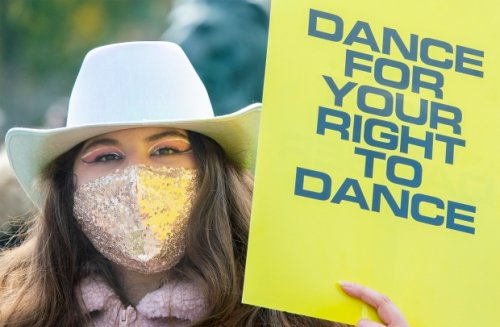 Demonstrators call for reopening of dance floors in bars
