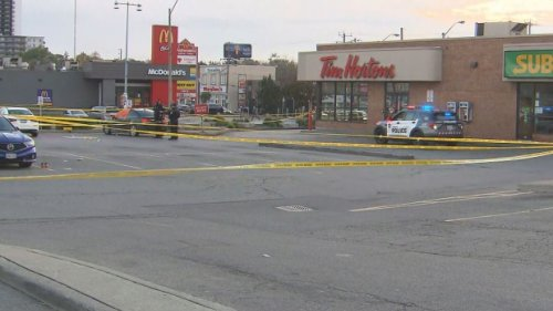 Man dead after shooting at Toronto plaza, police say