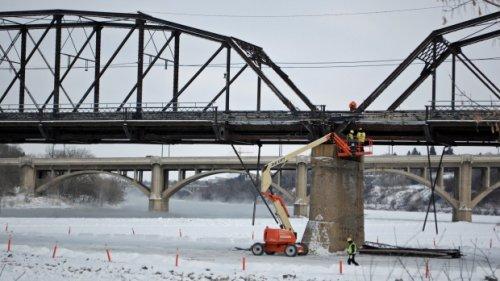 Saskatoon's Traffic Bridge closed Sunday for washing