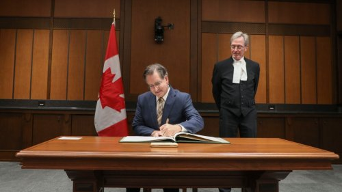 Masse sworn in for 44th Parliament