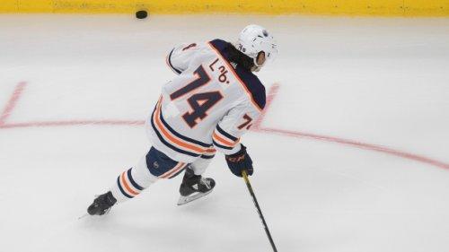 Edmonton Oilers sign Warren Foegele to three-year contract; swaps him for Ethan Bear