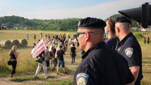 Activists protest EU migration policies at Croatian border