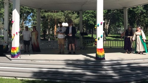 'Love is love': Multi-couple LGBTQ2S+ wedding celebrates all forms of love