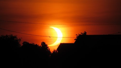Early risers were treated to a solar eclipse. Here's what it looked like from southern Ontario