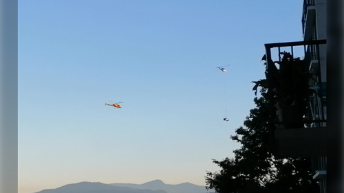 Video shows helicopter dangling SUV over Vancouver's English Bay