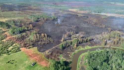 Helicopter helping fight wildfire west of Edmonton downed Monday evening