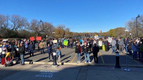 MLA Nadine Wilson address anti-vaccination rally outside Sask. Legislative Building