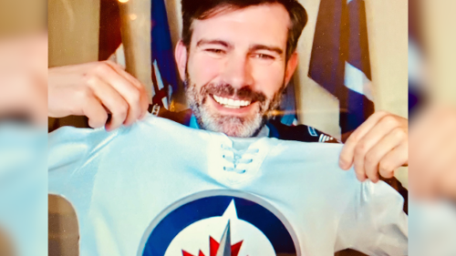 Don Iveson pays the piper and fulfils his end of a bet with Winnipeg mayor