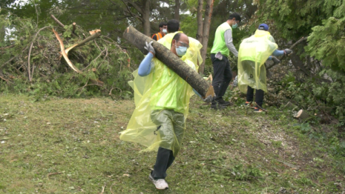 Tornado cleanup continues in Barrie with new help