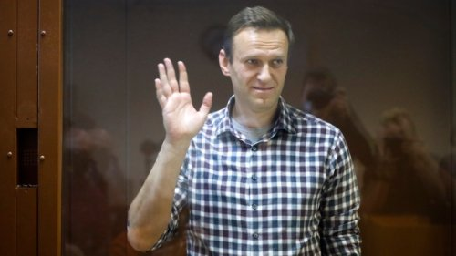 Alexei Navalny could suffer cardiac arrest 'any minute': doctors