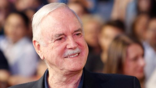 John Cleese asks for place to stay in Huntsville, Ont., after Airbnb mishap