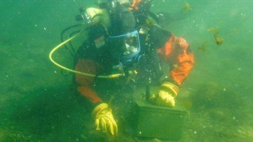 Regina Fire dive team working on underwater recovery skills