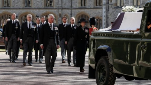 Queen Elizabeth stands alone to bid farewell to her 'strength' Philip