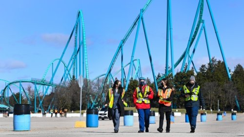 Vaccine supply issues force drive-thru clinic at Canada's Wonderland to close temporarily