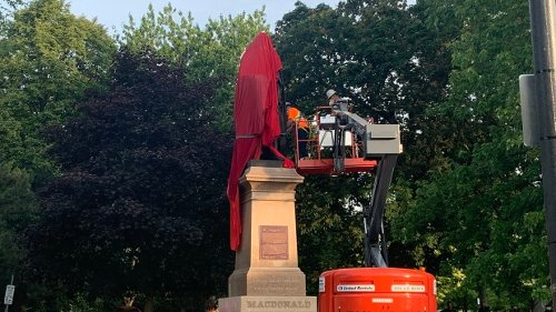 Dozens gather for removal of Sir John A. Macdonald statue from Kingston, Ont. park