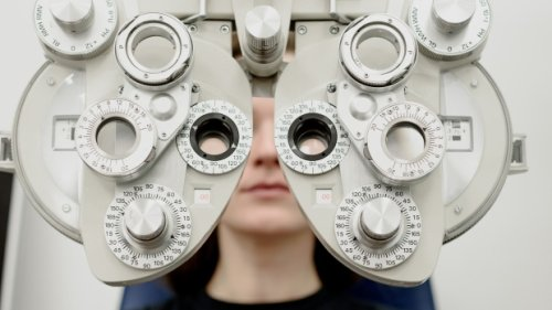 Pay dispute between Ontario optometrists and government nears two month mark