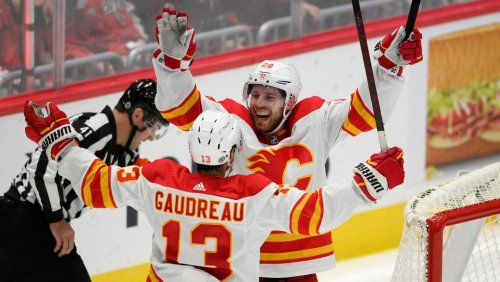 Lindholm's 2nd hat trick lifts Flames past Caps 4-3 in OT