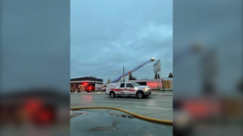 Former Nygard building goes up in flames; Winnipeggers asked to avoid area