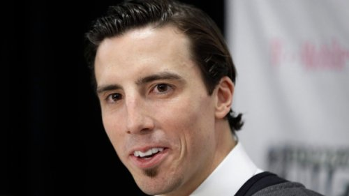 Vegas trades Marc-Andre Fleury to Chicago as goalie carousel spins