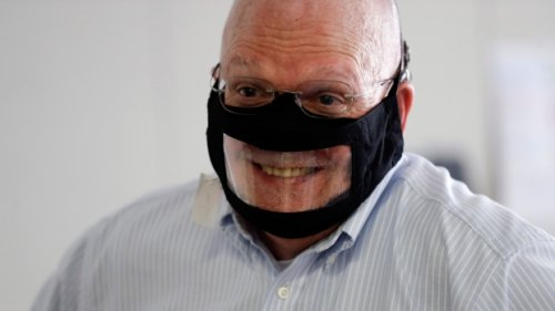 """Deaf and hard-of-hearing organizations call for """"adequate"""" transparent masks"""