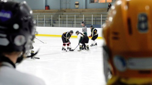 Confusion mounts over Ontario Minor Hockey Association's vaccine policy