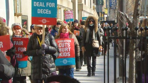 Support for teachers' outweights government: poll suggests