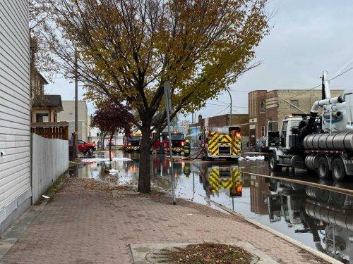 Firefighter injured battling Main Street building fire