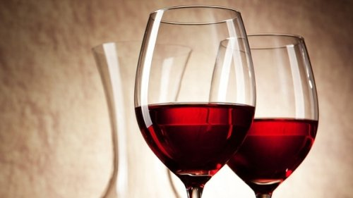 Manitoba premier hints at wine in neighbourhood stores, more places to buy alcohol