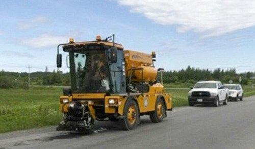 New pothole repair machine hits Timmins streets