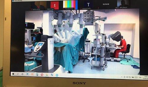 Çevrimiçi gece ameliyatıyla 2 kanser hastası aynı anda tedavi edildi