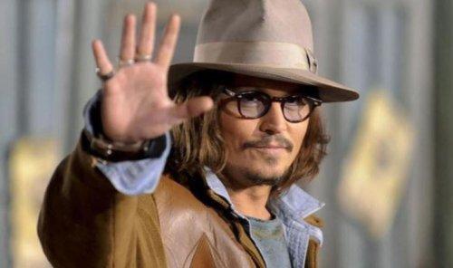 Johnny Depp'in çocukken annesi tarafından terk edildiği ortaya çıktı