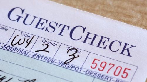 Couple leaves $800 tip for Arizona restaurant staff