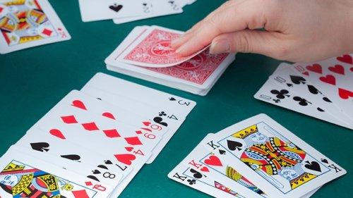 Bật mí cách chia bài được liêng để thắng lớn trong game bài cover image