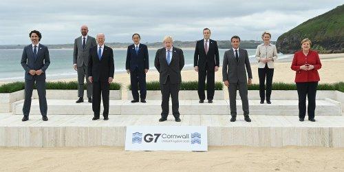 Awkward G7 group photo immediately becomes a meme