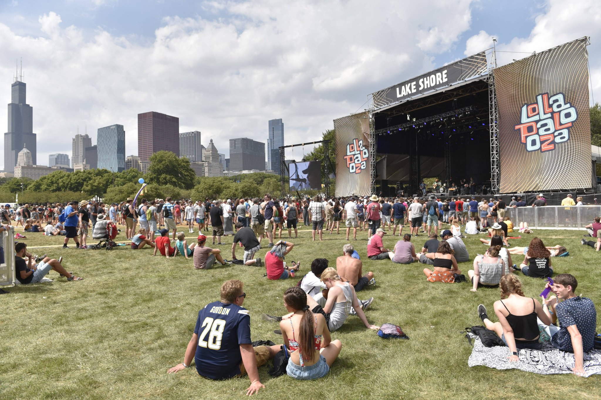 Consumer protection agency warns of possible ticket and vaccination card scams at Lollapalooza