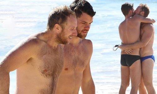 Q&A host Hamish MacDonald packs kisses his boyfriend at Coogee Beach