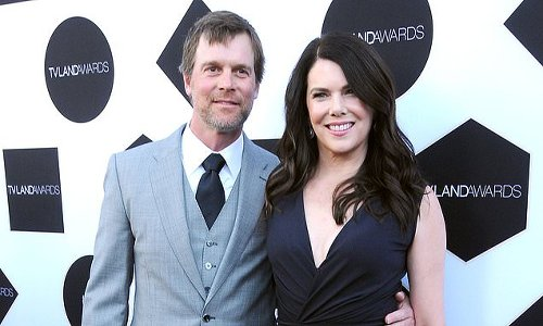 Lauren Graham joked about her 'difficult' reuninon with Peter Krause