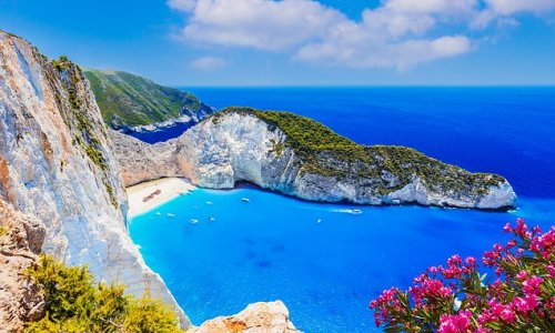 Greek hoteliers accuse UK Government of deliberately banning travel