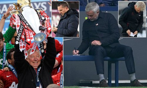 Sir Alex Ferguson 'can't understand' why managers take notes in games