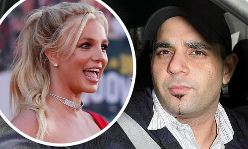 Britney Spears' ex-manager says she has borrowed phones from strangers