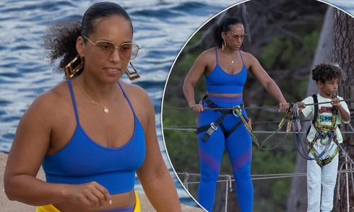 Alicia Keys looks incredible as she steps off the boat in Corsica