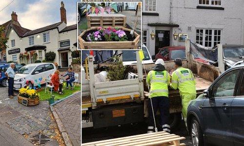 Council removes tiny 'parklet' that was built over parking space