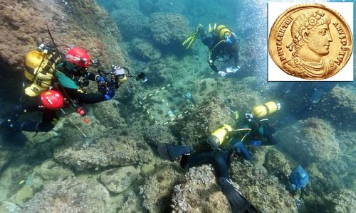 Freedivers discover 53 Roman gold coins off the coast of Alicante