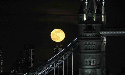 Full moon leaves men stressed and sleepless