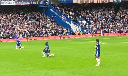 Marcos Alonso follows through on his decision to STOP taking the knee
